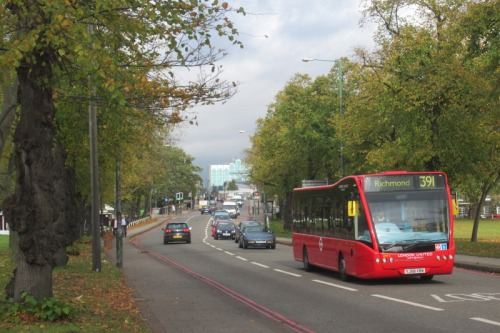 Bus in Kew