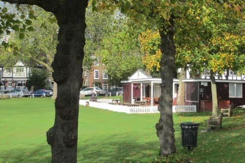 Cricket pavilion, Kew Green